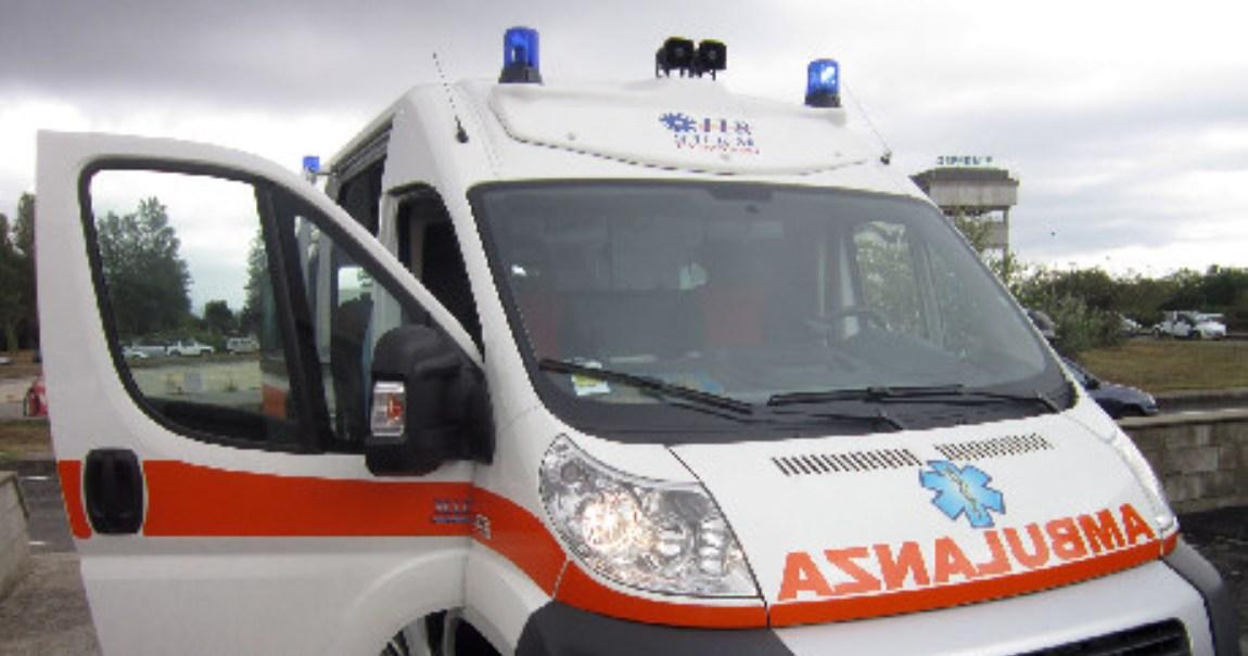 Auto contro un tir sulla statale 106 jonica: tre morti, circolazione deviata