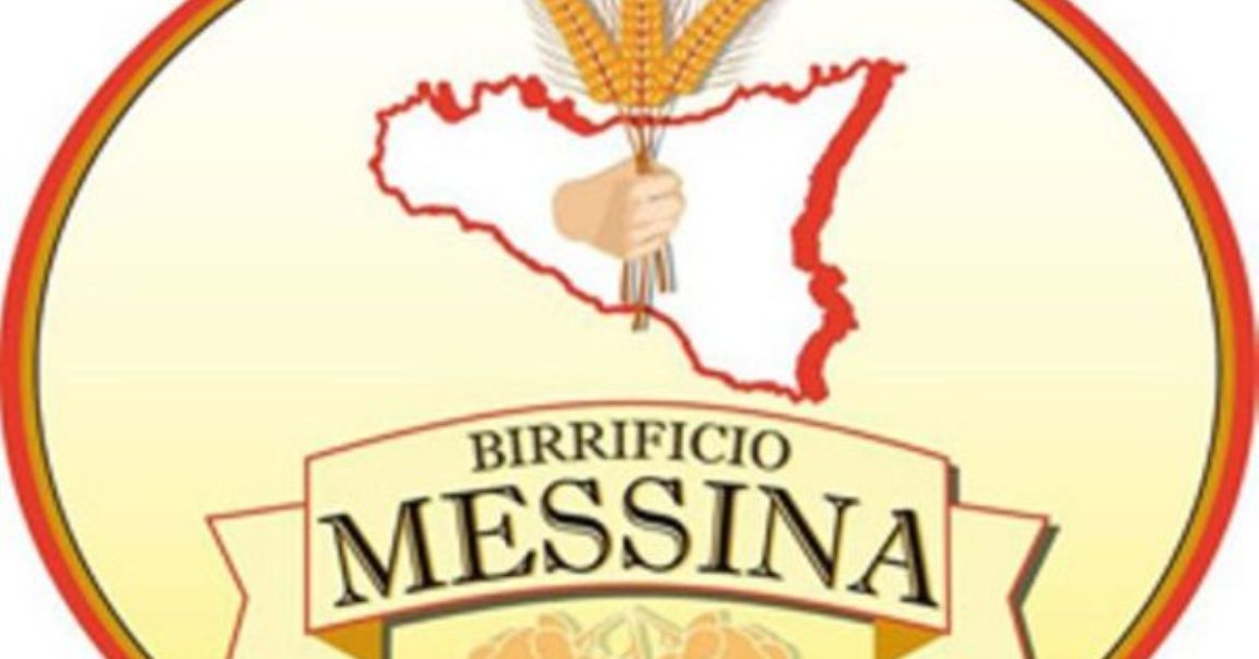 Brindano i lavoratori del Birrificio Messina