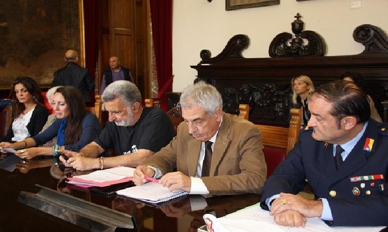 Gaetano Cacciola e Calogero Ferlisi precisano: sulle auto dei Vigili abbiamo scelto di comune accordo