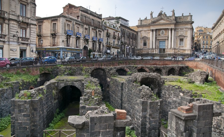 """M5S Catania: """"Il centro storico etneo, e' vittima del caos"""""""