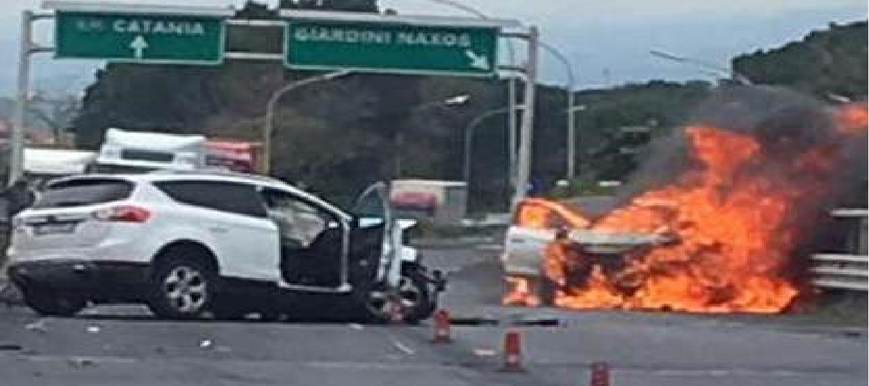 Sull autostrada a18 messina catania si verificato un altro grave incidente all altezza di - Incidente giardini naxos oggi ...